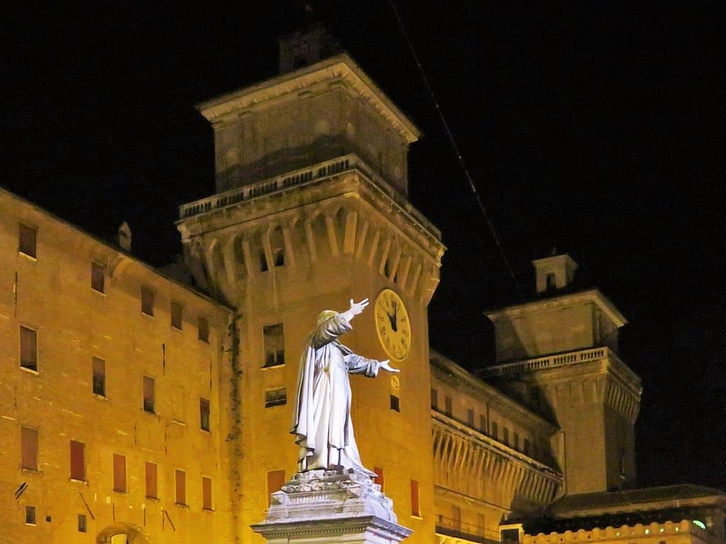 1024px-0_Piazza_Savonarola_Ferrara_-_Castello_Estense_-_Girolamo_Savonarola