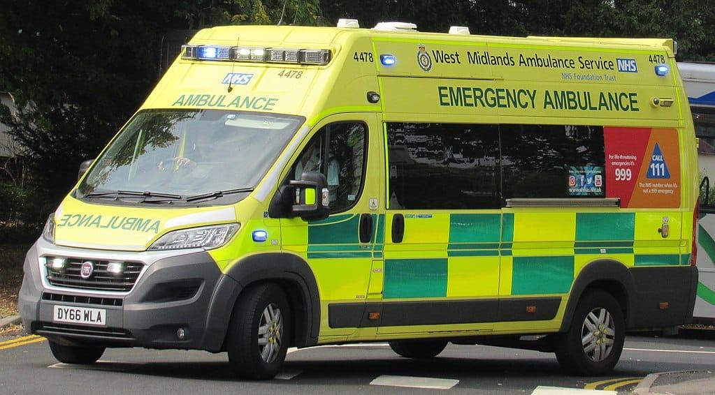 1024px-2016_Fiat_Ducato_42_Maxi_West_Midlands_Ambulance_Service_3.0
