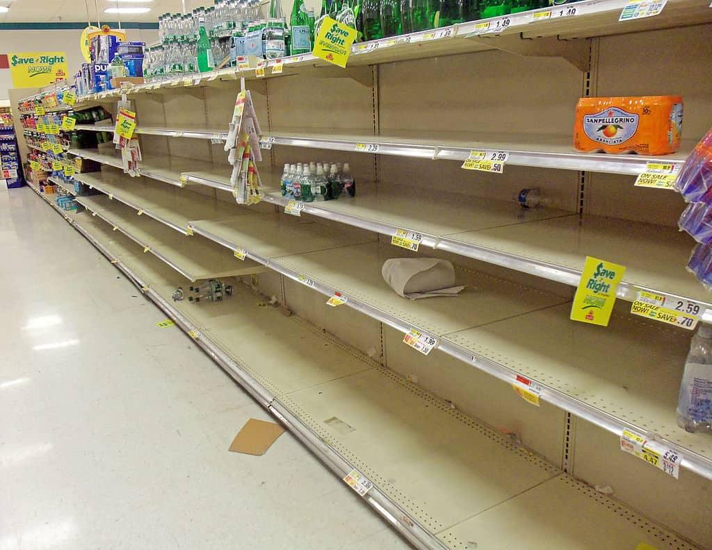 1024px-Empty_supermarket_shelves_before_Hurricane_Sandy,_Montgomery,_NY