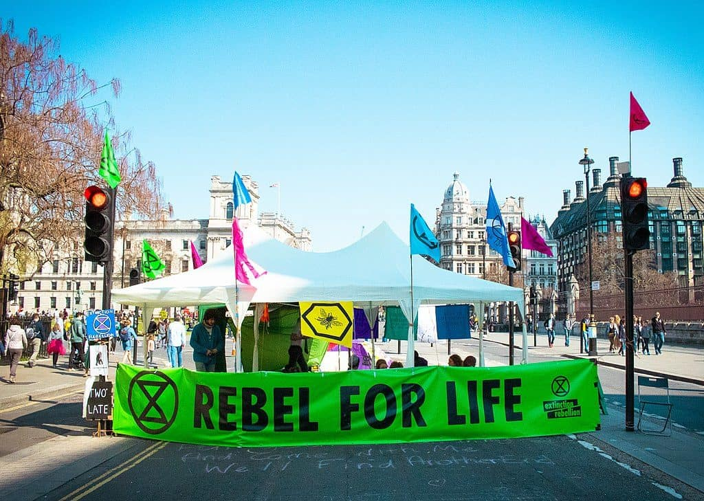 1024px-Extinction_Rebellion_London_(46740878965)