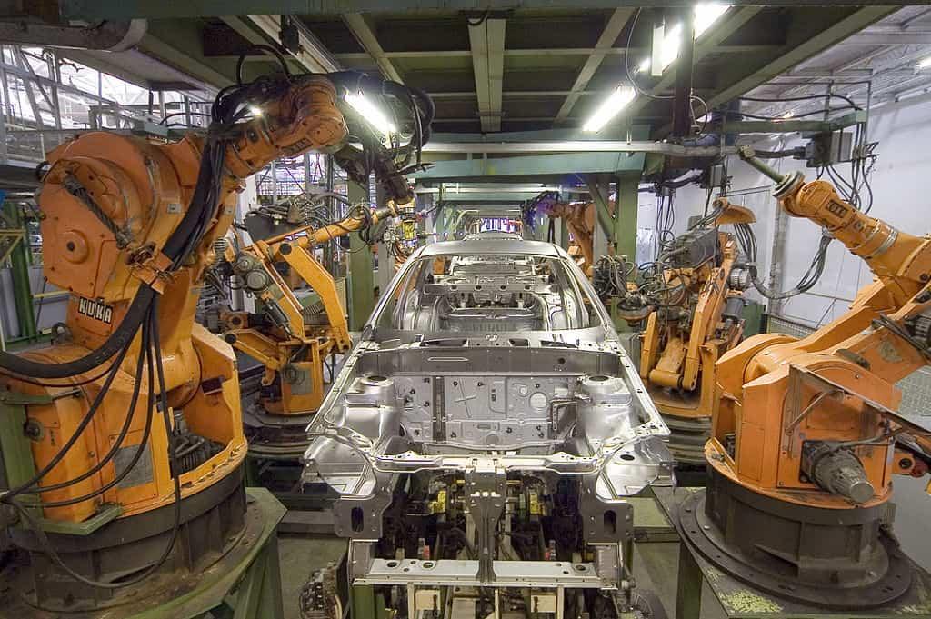 1024px-KUKA_Industrial_Robots_IR