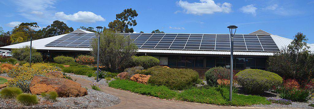 1024px-Mundaring_council_building_and_solar_panels