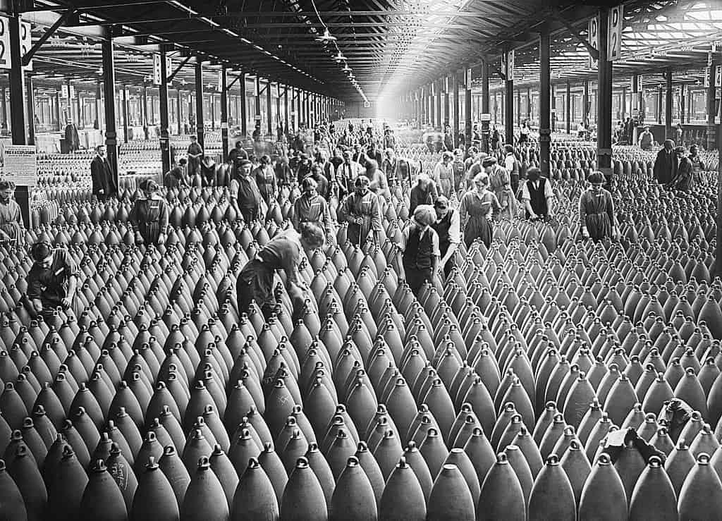 1024px-Munition_workers_in_a_shell_warehouse_at_National_Shell_Filling_Factory_No.6,_Chilwell,_Nottinghamshire_in_1917._Q30018