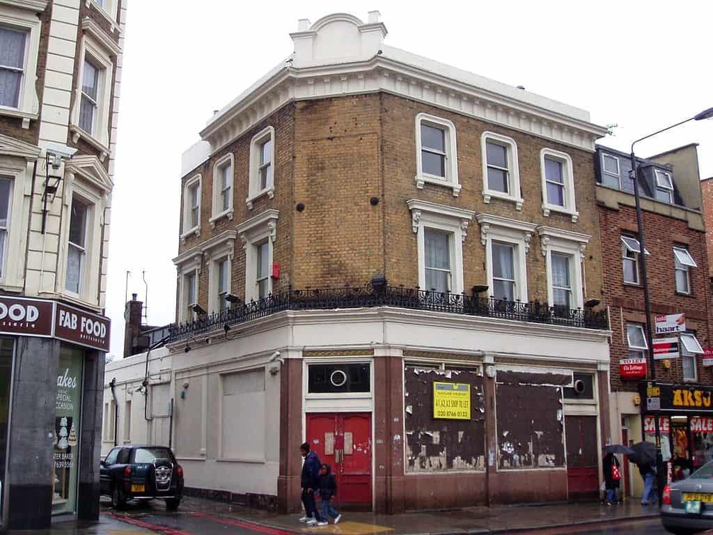 1024px-Red_Bull,_Peckham,_SE15_(2659431516)