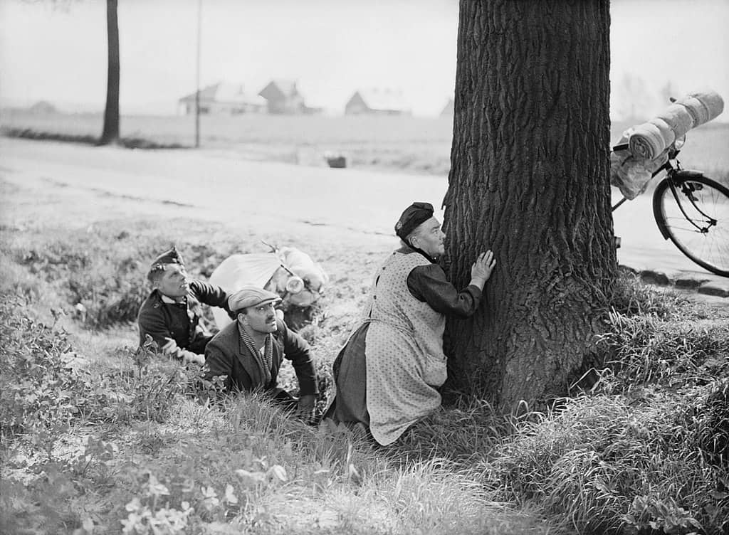 1024px-Refugees_in_Belgium,_May_1940_F4502