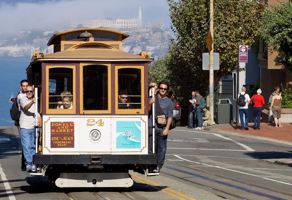 1024px-San_Francisco_Cable_Car_MC