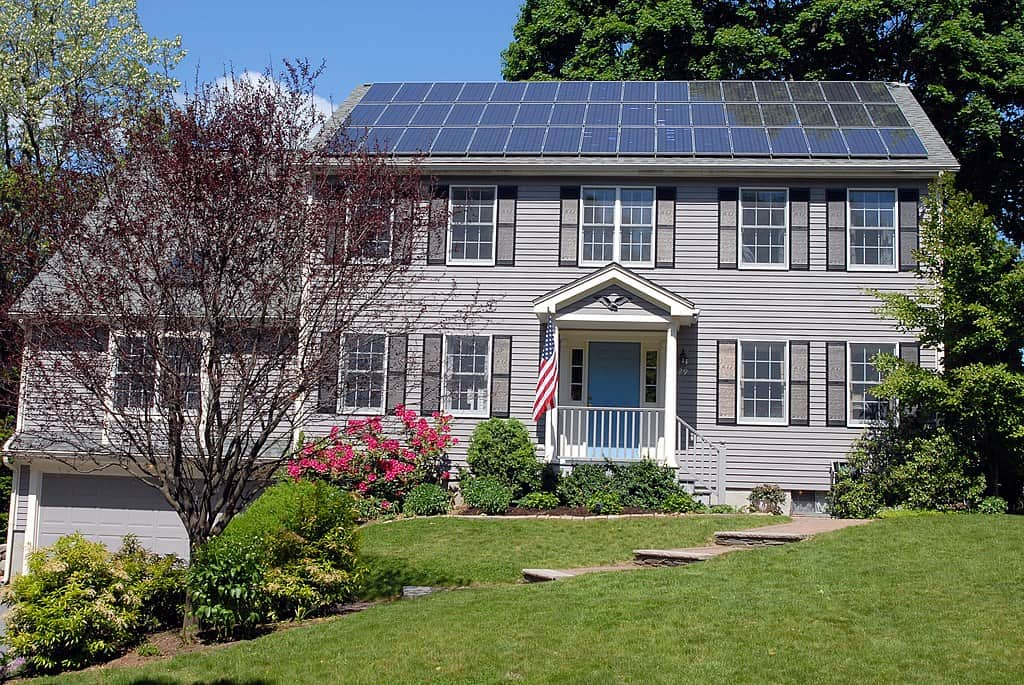 1024px-Solar_panels_on_house_roof