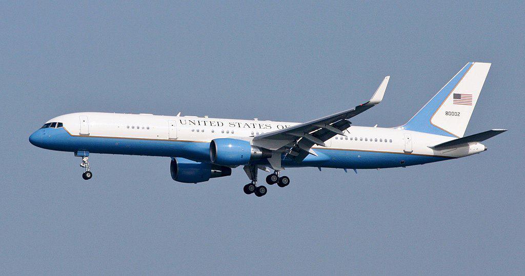 1024px-USAF_C-32A