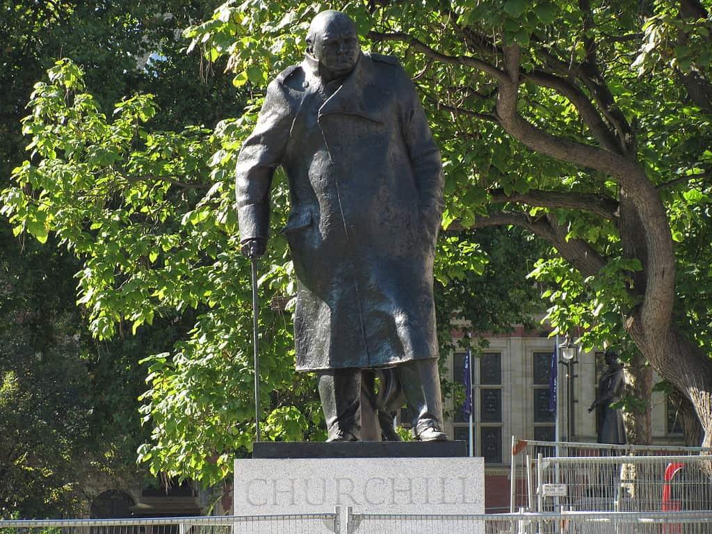 1024px-Winston_Churchill_statue,_Parliament_Square,_London-29Sept2011