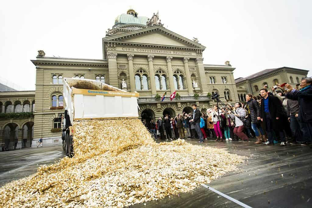 1080px-Basic_Income_Performance_in_Bern,_Oct_2013