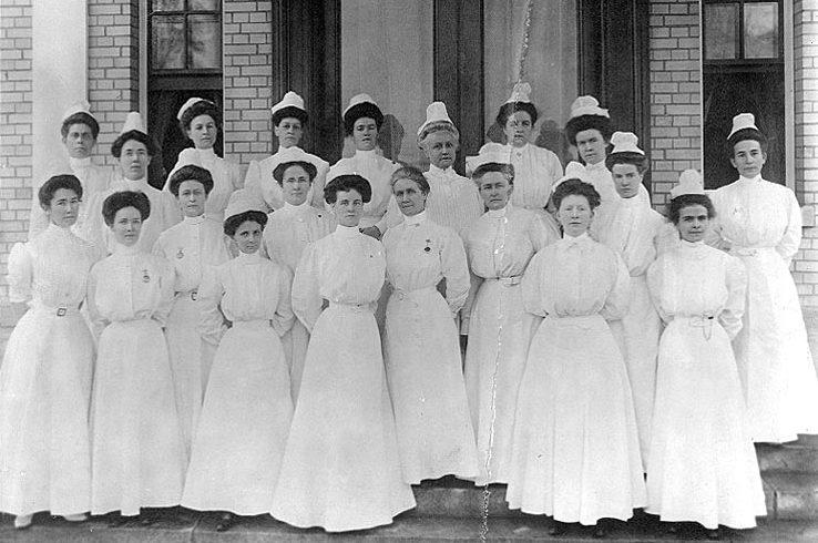 Navy_nurse_corps_1908-e1510610848924