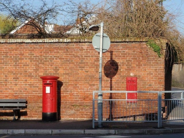 Pillarbox_and_wall_box_Topsham_-_geograph.org_.uk_-_1219392