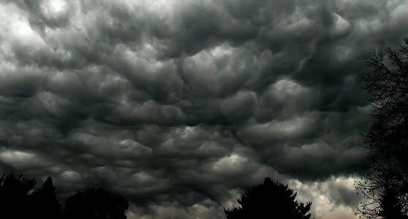 800px-Storm_clouds
