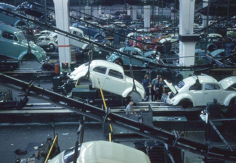 800px-Wolfsburg_-_Volkswagen_Assembly_Line