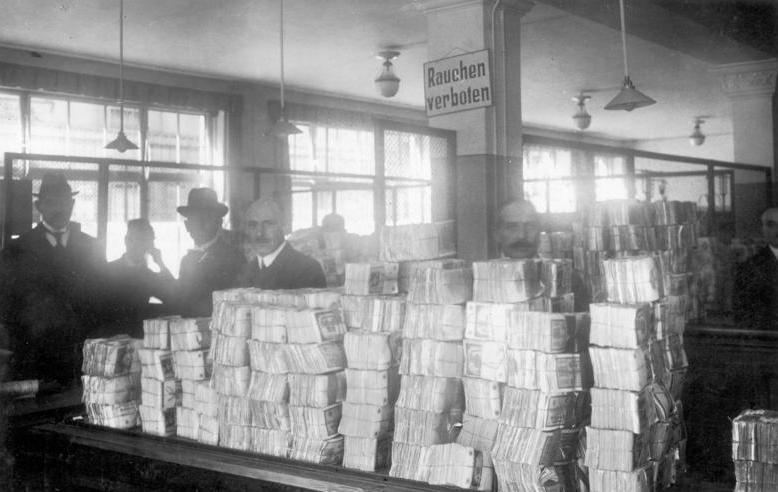 ADN-ZB Deutschland In der Geldauflieferungsstelle der Reichsbank in Berlin. (Aufnahme: Oktober 1923) 6823