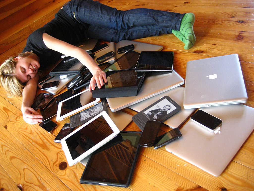 Cuddling_with_multiple_devices