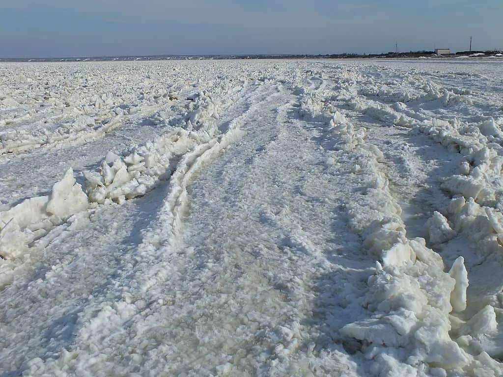 Frozen_Azov_Sea_1_near_Kamenskoe_village_Crimea_Ukraine
