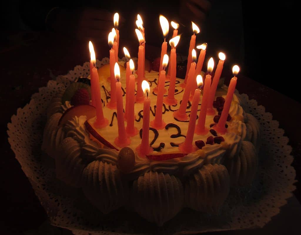 Italy_-_birthday_cake_with_candles_4