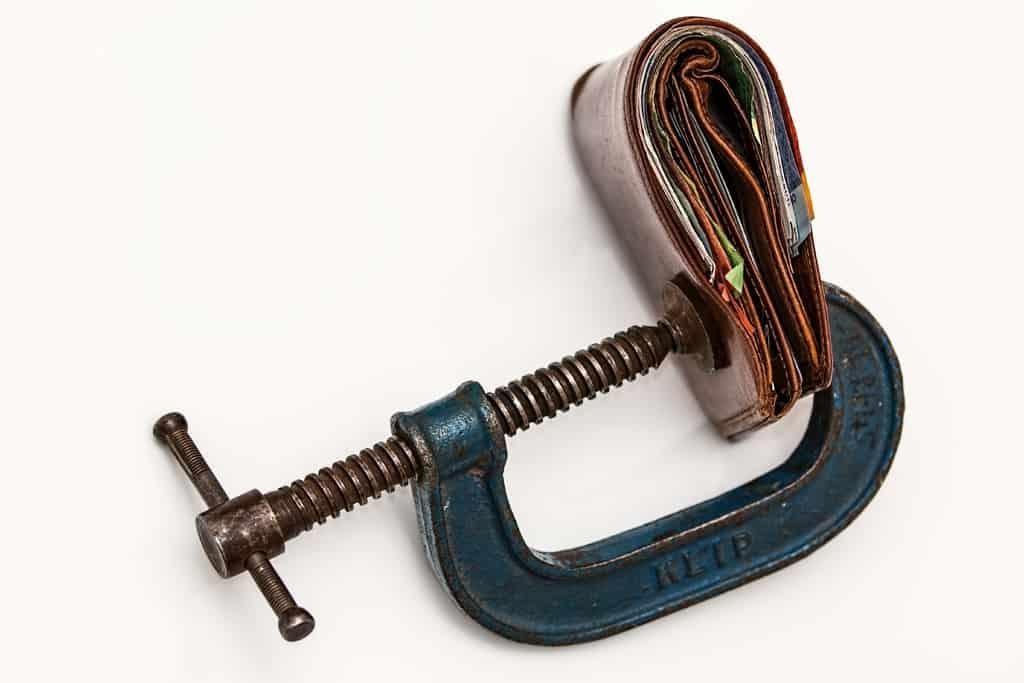 chain-money-rein-wallet-cash-purse-773696-pxhere.com