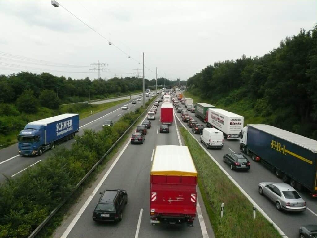 highway_pkw_truck_traffic_jam_exit_swift_overtaking-1021029