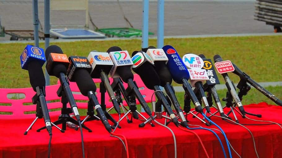hongkong-press-media-microphone