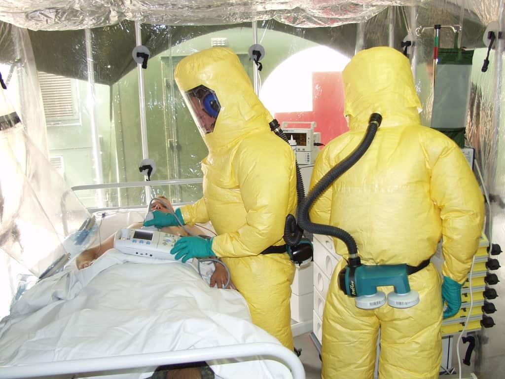 isolation-infection-virus-ebola-contagious-hazmat-suit-920624-pxhere.com