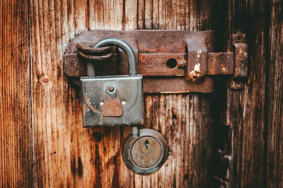 lock-door-wood-key