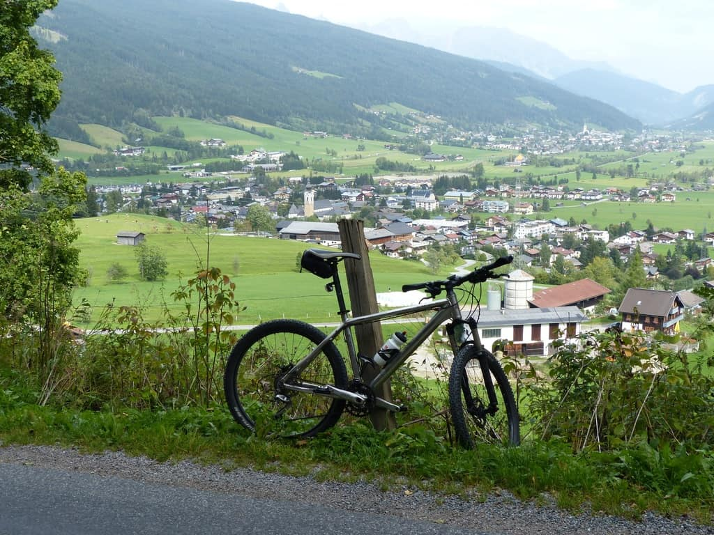 mountain-trail-meadow-hill-bicycle-valley-845198-pxhere.com