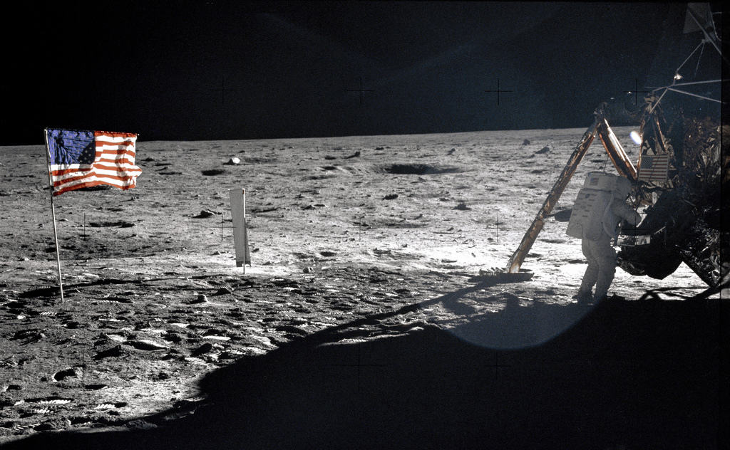neil-armstrong-on-the-moon-1
