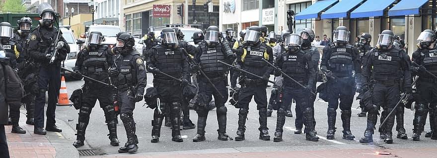 portland-police-protest-riot-demonstration-enforcement