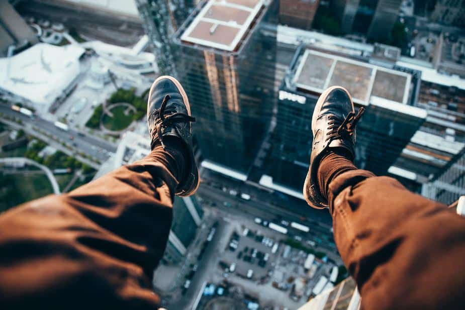 rooftopper-looking-down