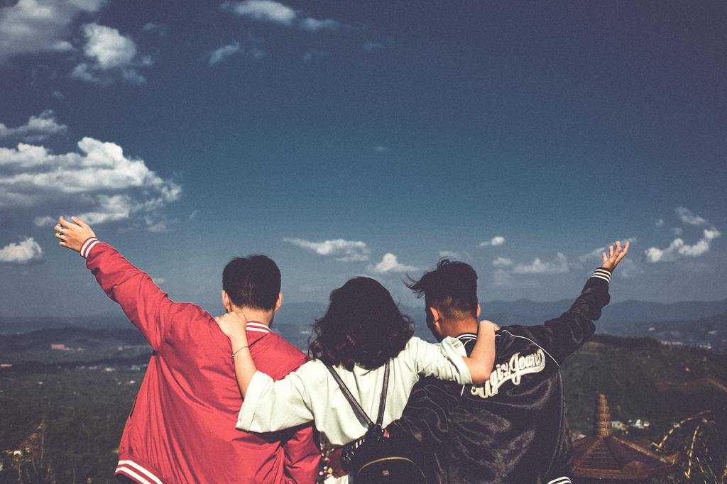 sky-cloud-friendship-fun-photography-happy-1558373-pxhere.com