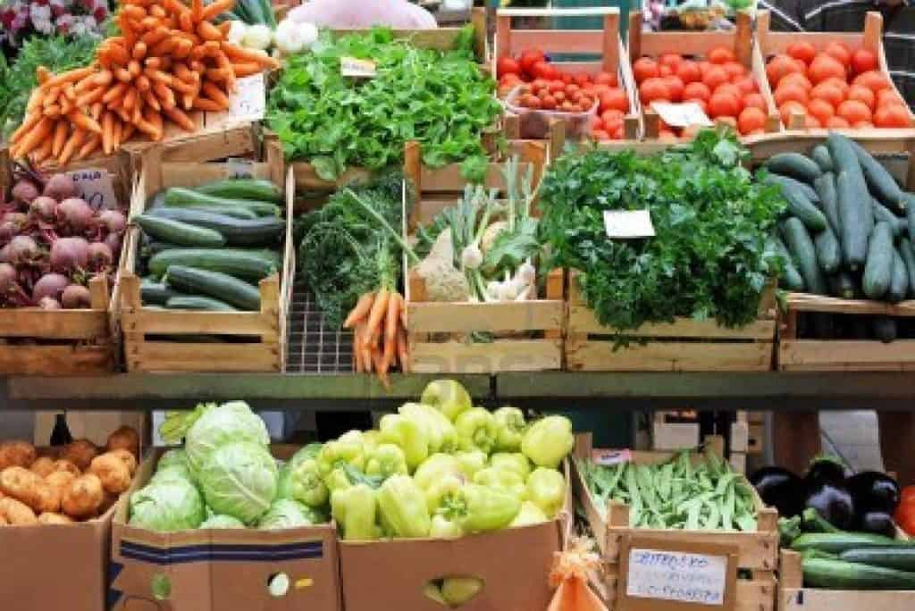 tmp_9375564-fresh-and-organic-vegetables-at-farmers-market2058456777
